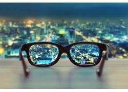 眼镜与城市.jpg